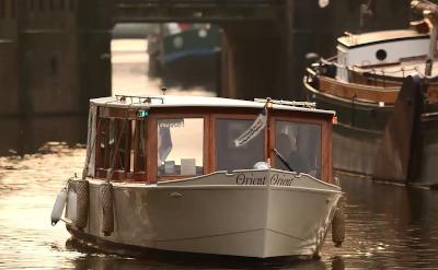 Salonboot vaart